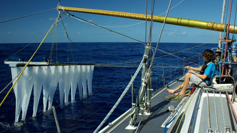 #03 - Lowering the Multi-Level-Trawl in the ocean
