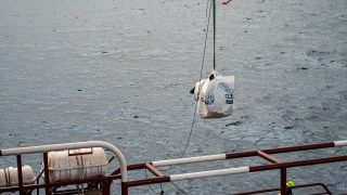 Bag filled with plastic caught by System 001/B being lifted onboard the support vessel