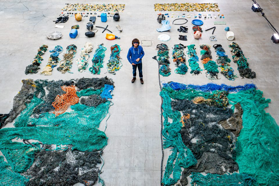 Boyan Slat standing with plastic caught during the System 001/B campaign